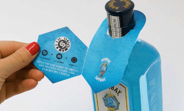 Bombay Sapphire - embalaža poda QR kodo, s katero dostopamo do animacije in treh video receptov za koktejle.